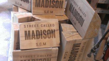 Lasergraveren houten blokken met logo